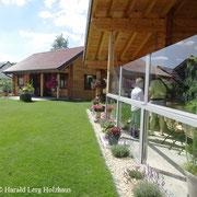 Wohnblockhaus mit Garten