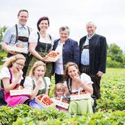 Matthias und Simone mit Tochter Marie, Seniorchefs und Nichten