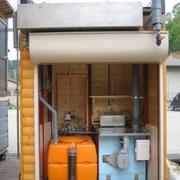 本体後方の機械室内部。発酵槽と、し尿分離システムが収められています。