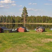 Blick auf die Gästehütten in Lappland