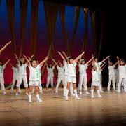 カーテンコールでは出演者みんなで歌を届けます。