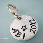 Abi-Charm 2012 (Vorderseite) mit Schreibschrift