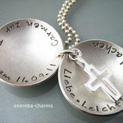Großes Medaillon zur Taufe, innen mit Silberkreuz