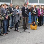 Frau Schoppe mit den beteiligten Künstlern