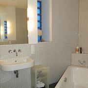 Wohnbeispiel Badezimmer eines privaten Messeapartments zur EMO über 4yourfairs