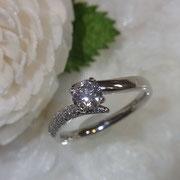大きなダイヤモンドもグレードお任せでお買い得です