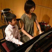 世界の約束・・・。ピアノたのしい~!!