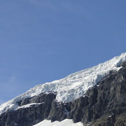 Eisfall über dem Athabasca Gletscher