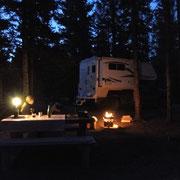romantische Abendstimmung bei unserer Campsite