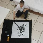 Calligraphie au sol.