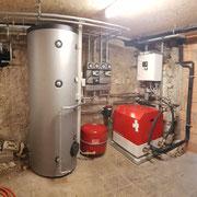 ökologisches Heizungssystem von bern.solar in Scharnachtal mit Luft-Wasser-Wärmepumpe von Striega-Therm, Fussbodenheizung und Speicherlösung