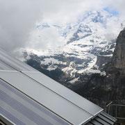 Die Solarthermieanlage im Angesicht des Jungfraumassivs