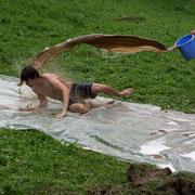 Rasante Talfahrt unseres Lagerleiters, Schlamm-(oder Schoko?)dusche inklusive!