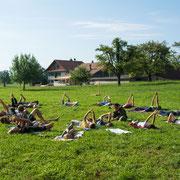 Yoga am Morgen vertreibt Kummer und Sorgen.