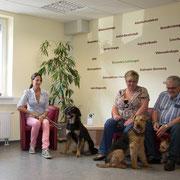 Im Wartezimmer haben Sie und Ihr Tier viel Platz, um sich nach der Anfahrt zu entspannen.