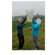 Start eines selbstgebastelten Heißluftballons mit der H7b.