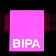 Bipa Leuchtschild beleuchtet