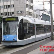Die ersten Siemens-Combinos NGT 6 UL  in Ulm. Nr. 42 am Hauptbahnhof. Fünfteilig mit der Achsfolge Bo+2+Bo.