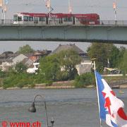Siemens/Düwag R1.1 (NGT6)-Niederflurstraßenbahnen auf der Kennedy-Brücke.