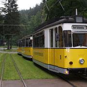 Bereits steht der Zug am andern Ende der Strecke am Lichtenhainer Wasserfall wieder zur Abfahrt bereit.
