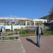 Im Hintergrund die Therme von Bad Karlshafen