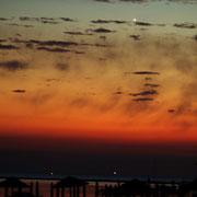Sonnenuntergang in Grado mit Spica (links) und Venus (rechts)