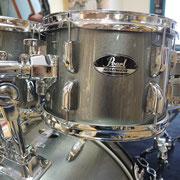 """Pearl Roadshow Markenschlagzeug mit 18"""" Bassdrum für Kinder ab ca. 6 Jahren. Dieses Schlagzeug wächst mit! Die Pearl Qualität ermöglicht eine Nutzbarkeit über viele Jahre. Die Stabilität der Stative und Halterungen ermöglichen ein problemloses Erhöhen."""