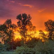 Sonnenuntergang, durch Tone-Mapping verstärkte Farben