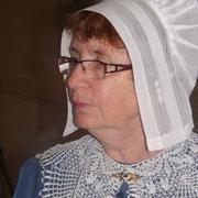 coiffe de dentelle tradition périgourdine costume traditionnel vêtement de nos aïeux savoir faire local broderie col au crochet  ou dentelles traditions occitanes