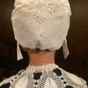 coiffe de dentelle tradition périgourdine costume traditionnel vêtement de nos aïeux broderie col au crochet  ou dentelles tradition occitane