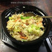 Ein Negativbeispiel für einen Bao Zai Fan (煲仔饭). Oben drauf zwar leckeres getrocknetes Rauchfleisch, aber der Reis war ganz gewöhnlicher Reis, der nicht in dem Topf langsam zubereitet worden war.