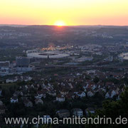 Blick auf Bad Cannstatt, das Gottlieb-Daimler-Stadion und den Cannstatter Wasen, wo das jährliche Volksfest stattfindet.