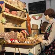 Maskenherstellung in Handarbeit