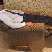フットレスト+フルリクライニングで仮眠ができるベットに早変わり。