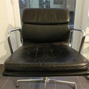 Stuhl vor Aufarbeitung komplett von vorne