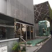 渋谷駅方面から見た開場ビル