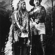 Bild: Buffalo Bill und Sitting Bull, 1885, Quelle Wikipedia