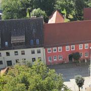 Blick vom Kirchturm zum Gemeindehaus