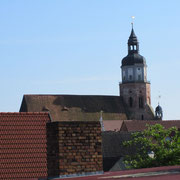 St. Marien Kirche und Rathaus vom nördlichen Stadtwall aus gesehen