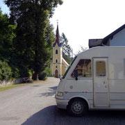 Parkplatz bei Kirche in Wegscheid am Kamp