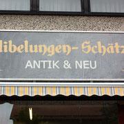 Handbemaltes Logoschild Antiquitätenhandel