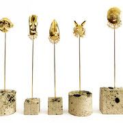 """""""Totems Masques""""- Alice Toumit- Perles de verre, métal doré et grès, de 18 À 20 cm"""