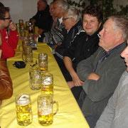 Hoffest 2013: Hausherr Ludwig Danner sorgte für das leibliche Wohl der Besucher