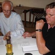 Vorstandschaftssitzung am 7. Juli 2013: Geschäftsführer Franz Hölzl (li), Vorstand Ludwig Danner (re.)