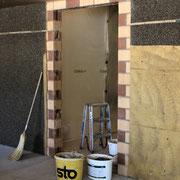 Das Loch für die neue Tür zum Schulleiterbüro