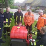 Das LF verfügt außerdem über eine tragbare Pumpe, welche ähnlich der in der Wehr vorhandenen ist.