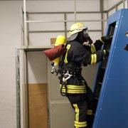 Hannes B. wählt die Endlosleiter und erreicht mit 60m die Stufe Bronze. Zwar muss mit Atemschutzgerät und Schutzkleidung geklettert werden, das Tragen der Atemmaske war aber nicht notwendig.