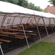 Das Zelt steht, Tsiche & Bänke ebenfalls