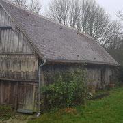 Rénovation couverture de la grange en petites tuiles plates de pays de récupération, gouttières nantaises sur doublis de tuiles (image)