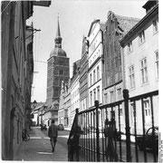 Badenstraße mit Blick auf die Nikolaikirche (Quelle: Wikimedia Commons)